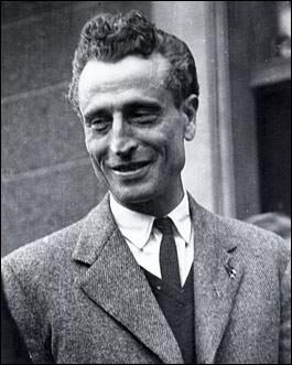 """Résistant dès 1940, il fonde le réseau """"Libération"""" en zone sud. De qui s'agit-il ?"""
