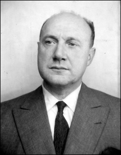 Issu de la droite catholique et nationaliste, il refuse l'armistice de 1940 et rejoint de Gaulle, crée le plus important réseau de renseignements et met en contact le PCF et le France-libre. De son vrai nom Gilbert Renault, de qui s'agit-il ?
