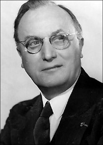 Préfet, il est relevé de ses fonctions par Vichy pour avoir refusé de prêter serment à Pétain. Il entre dans la Résistance et doit remplacer Jean Moulin au CNR. Arrêté en février 1944, il est déporté en Allemagne et libéré en avril 45. Qui est-ce?