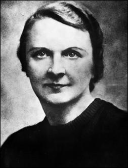 """Co-fondatrice de """"Combat"""" avec le précédent. Arrêtée en mai 1943, elle meurt en détention. De qui s'agit-il ?"""