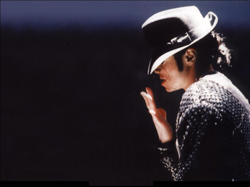 Michael Jackson s'est fait connaître grâce aux Jackson Five.