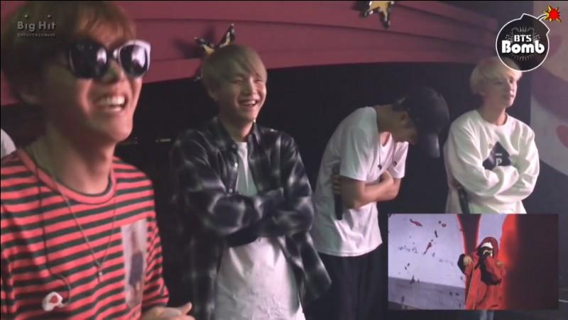 Sur quelle chanson rap tous les membres de BTS chantent-ils ?