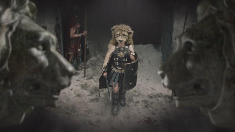 Qui est cet empereur mégalomane se prenant pour Hercule en combattant dans l'arène ?