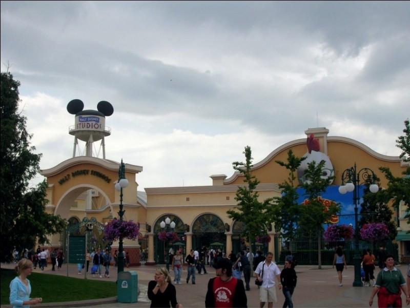 Dans quelle ville se trouve Disneyland Paris ?