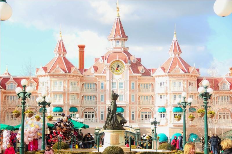 Combien d'hôtels y a-t-il dans Disneyland Paris ?