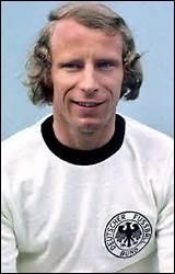 Berti Vogts a joué toute sa carrière au Borussia...