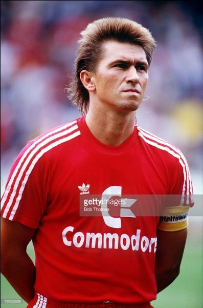 Klaus Augenthaler joua pour le Bayern de Munich. De quel land cette ville est-elle la capitale ?
