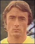 Dans quelle équipe bretonne au maillot jaune et vert Raynald Denoueix a-t-il joué ?