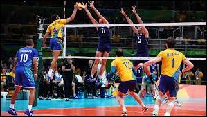 En début de match, combien y a-t-il de joueurs par équipe sur un terrain de volley-ball ?