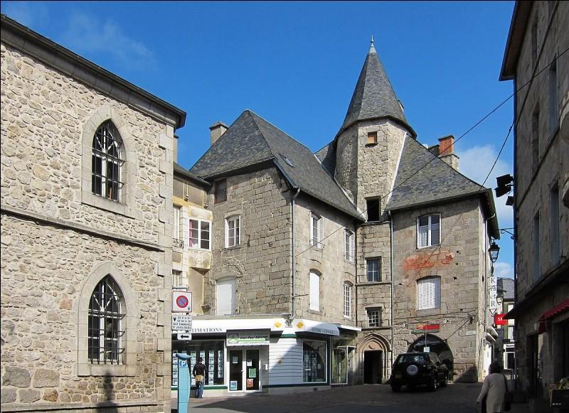 USSEL - De quel département cette commune de la région Nouvelle-Aquitaine est-elle une sous-préfecture ?