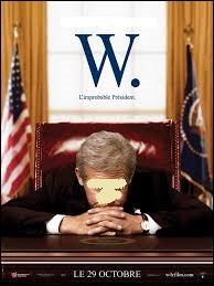 """Sorti en 2008, """"W. : L'Improbable Président"""" relate une bonne partie du mandat de George W. Bush. à la Maison-Blanche. Quel comédien incarne ce fameux président américain ?"""
