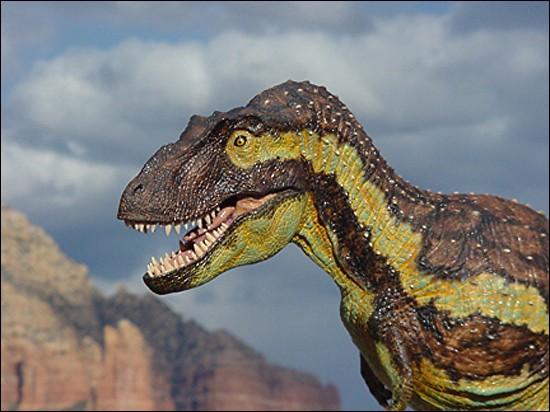 A quel dinosaures ressemblait le plus Daspletosaurus ?