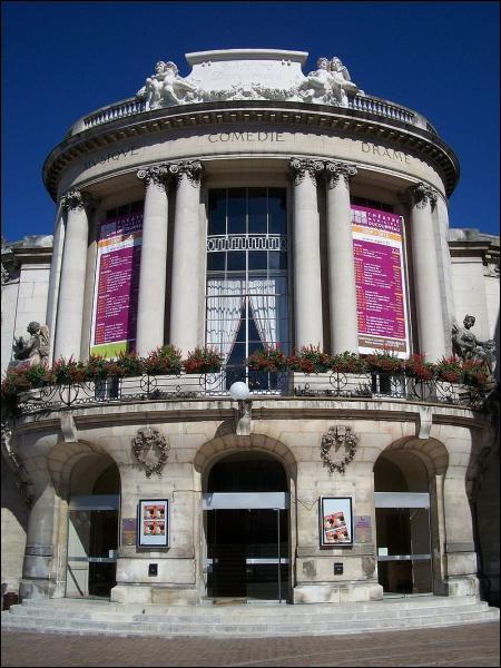 Pour assister à un spectacle au théâtre Ducourneau d'Agen, il faut être dans un des départements de Nouvelle-Aquitaine. Lequel ?