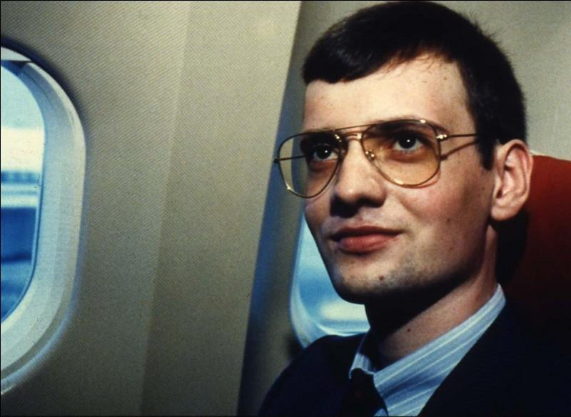 Le 28 mai, Mathias Rust, un jeune allemand, pose son avion au coeur d'une ville. Où ?