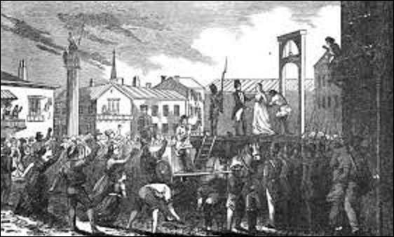 """Née à Paris en 1754, grande figure de la Révolution, tenant salon, elle joua un rôle majeur dans le parti des Girondins. Le 31 mai 1793, lors de la proscription de ce groupe politique, elle refuse de s'enfuir avec son mari. Arrêtée, elle est condamnée le 8 novembre à mort et exécutée le soir même. En montant à l'échafaud, elle dit : """"Ô liberté que de crimes on commet en ton nom"""". Qui est-elle ?"""