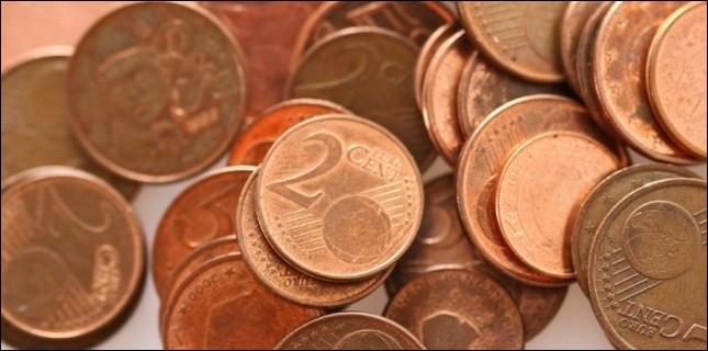 Au moment de te rendre la monnaie, il manque 20 centimes à la caissière...