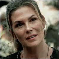 La mère de Clarke s'appelle Abby dans les livres ou dans la série ?