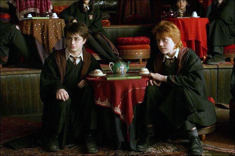 Que voit Harry dans la salle de divination ?