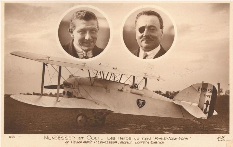 En 1927, un biplan, L'Oiseau Blanc, décolle du Bourget en France, pour traverser l'Atlantique et rejoindre New-York, il n'arrivera jamais à destination !