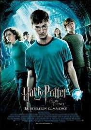 Quelle créature rend visite à Harry au début du film ?