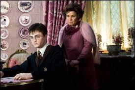 Premier cours des défenses contre les forces du mal ! Harry a une retenue de la part de son professeur, que doit-il faire ?