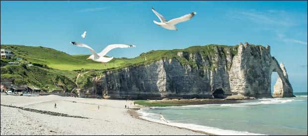 Par quelle mer la Normandie est-elle baignée ?