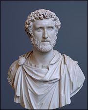Comment appelait-on les prêtres romains gardiens des livres sibyllins ?