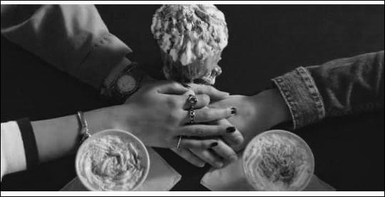 Comment s'appelle le café dans lequel Hannah va souvent ?