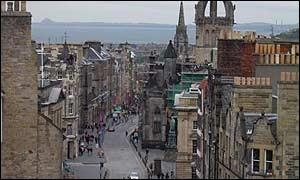 Notre première ville est la capitale de l'Ecosse. De quelle ville s'agit-il ?