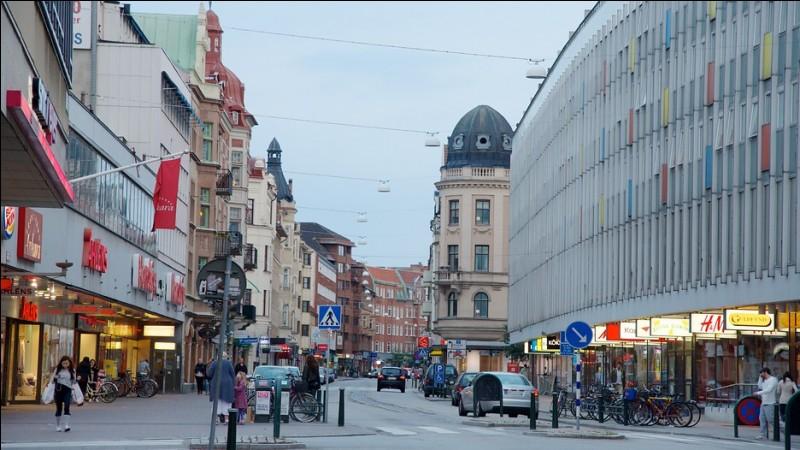 Nous sommes maintenant dans la troisième ville suédoise, sur le Sund face à Copenhague. De quelle ville s'agit-il ?