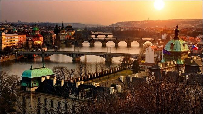 Cette cinquième étape est la belle capitale de la république tchèque. De quelle ville s'agit-il ?