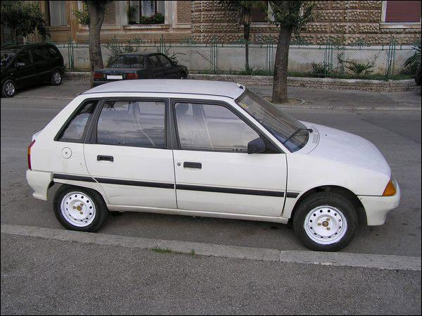 Quelle est cette voiture apparue àprès le règne de la 2CV ?