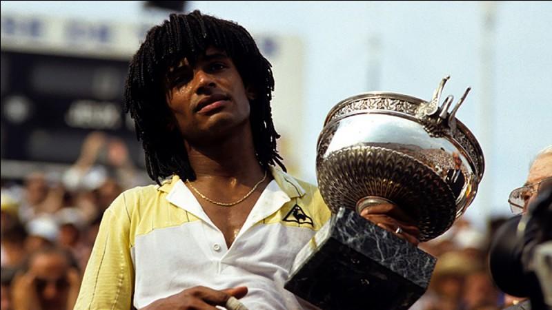 Quel a été le titre de l'équipe pour la victoire de Noah à Roland-Garros en 1983 ?