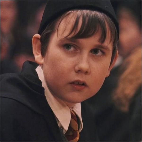 Comment l'animal de compagnie de Neville s'appelle-t-il ?