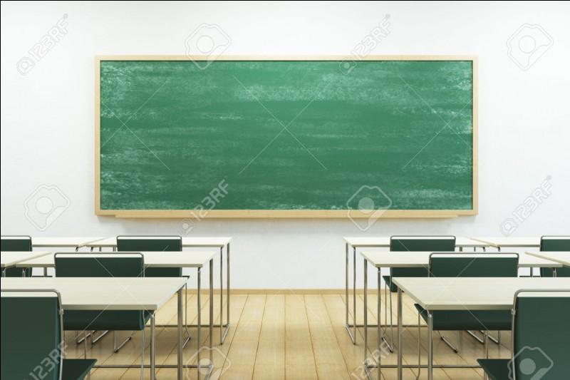 Une nouvelle arrive dans la classe.