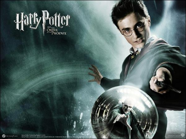 Dans les différents livres de Harry Potter, quelle formule magique utilise-t-on pour lancer le sortilège du Patronus ?