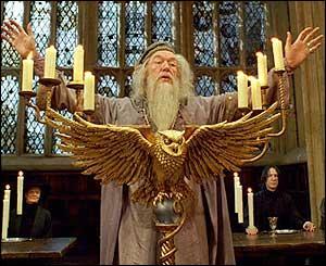 Dans quel volet des livres Harry Potter Dumbledore meurt-il ?