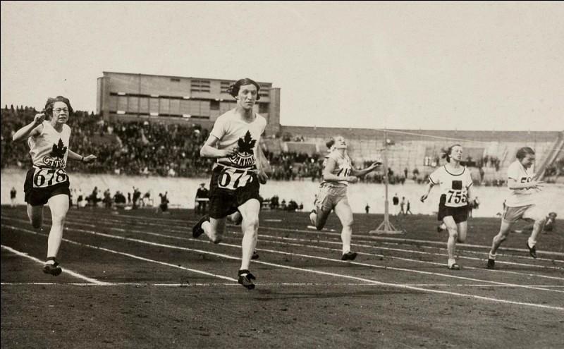 La première participation des femmes aux Jeux olympiques aux épreuves d'athlétisme a eu lieu en...