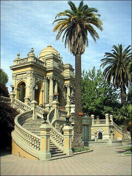 Dans quel pays se situe la capitale nommée Santiago ?