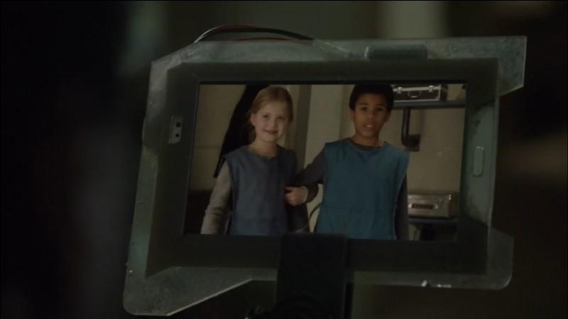 Comment s'appelle l'actrice qui interprète Clarke, enfant ?