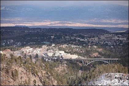 L'arme nucléaire américaine a été conçue à Los Alamos (Les peupliers), au Nouveau-Mexique. Officiellement durant la guerre, cette ville n'existait pas. Vrai ou faux ?