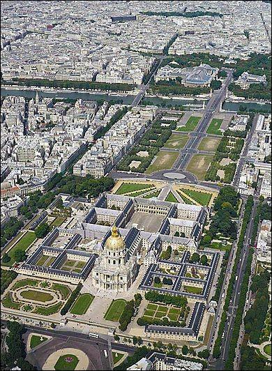 Les Invalides sont un lieu historique et touristique de Paris, où vous pourrez admirer entre autres le tombeau de Napoléon Bonaparte. Vous pourrez même vous y marier...