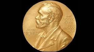 Alfred Nobel a laissé 32 millions de couronnes pour récompenser chaque année les personnes qui ont rendu à l'humanité de grands services dans cinq domaines différents : paix, littérature, chimie, médecine et physique.Qu'a-t-il inventé ?