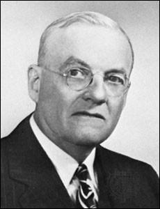 Sous quel président américain Foster Dulles a-t-il été secrétaire d'Etat ?