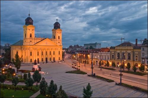 Dans quel pays se trouve la ville de Debrecen ?