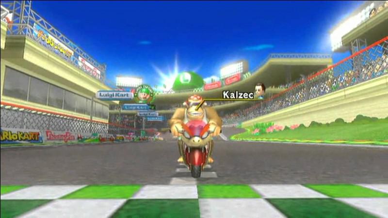 Qu'y a-t-il au milieu du circuit Luigi ? (statue)