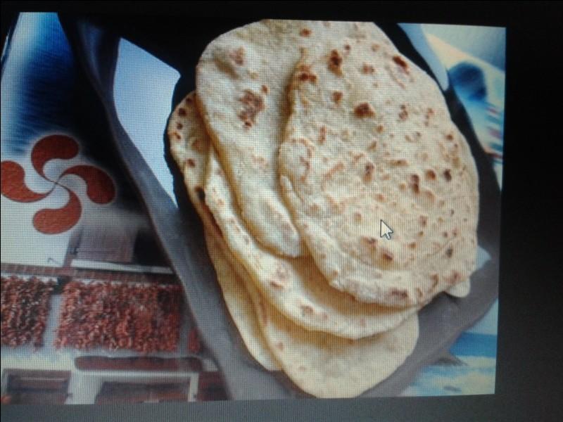 Le taloa est une galette à base de farine de :
