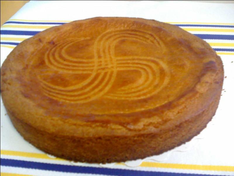 De quelle période daterait le fameux gâteau basque ?