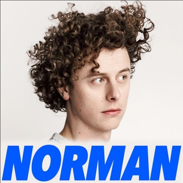 Passons à notre mouton, Norman, quel âge a-t-il ?