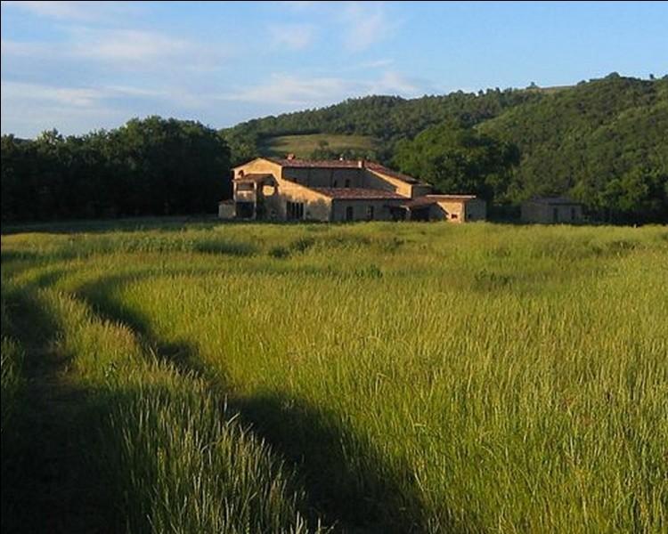 Quelle partie de la Toscane possédant une terre riche et fertile, est à forte prédominance rurale?
